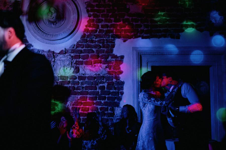 pocalunek noc korzkiew wesele