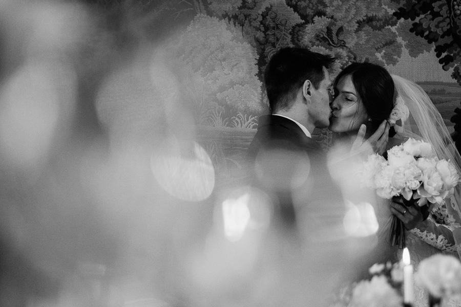 zamek korzkiew pocalunek