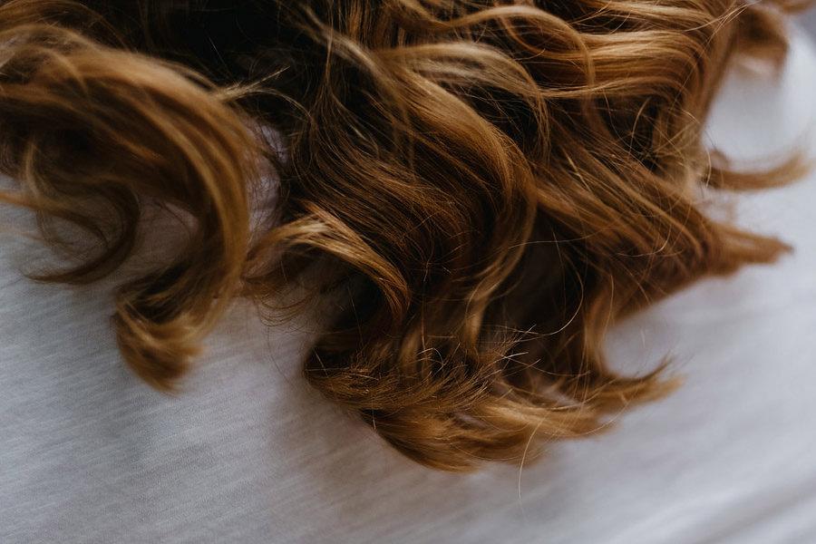 panna młoda włosy