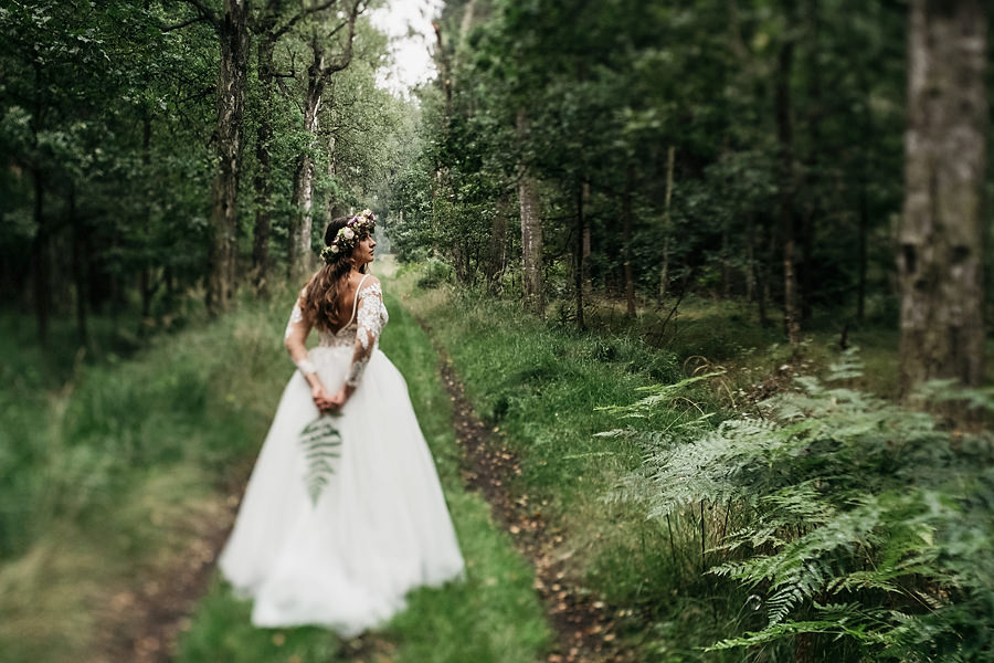 portret panny mlodej w lesie