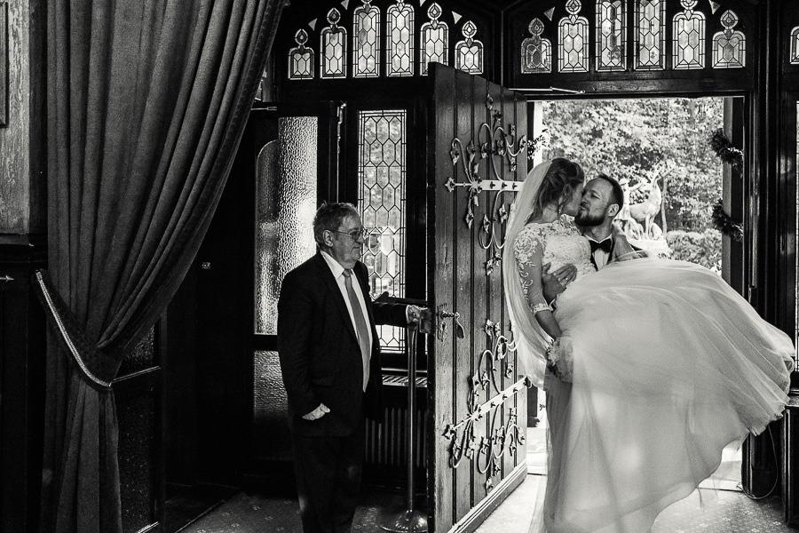 wejscie pary mlodej na wesele