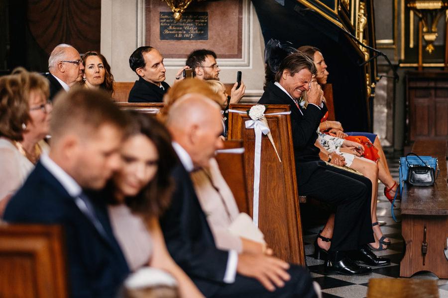bardzo emocjonalna ceremonia ślubna