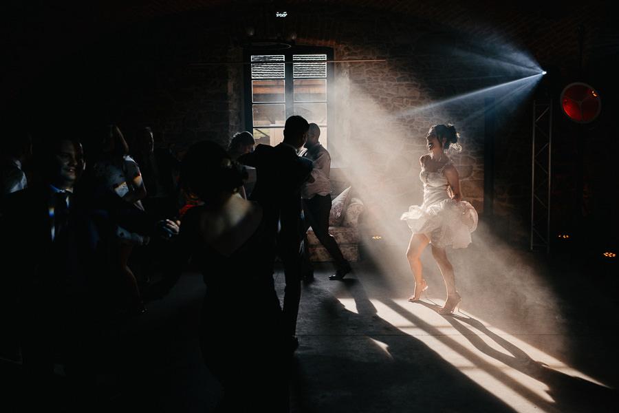 niesamowite światło na weselu