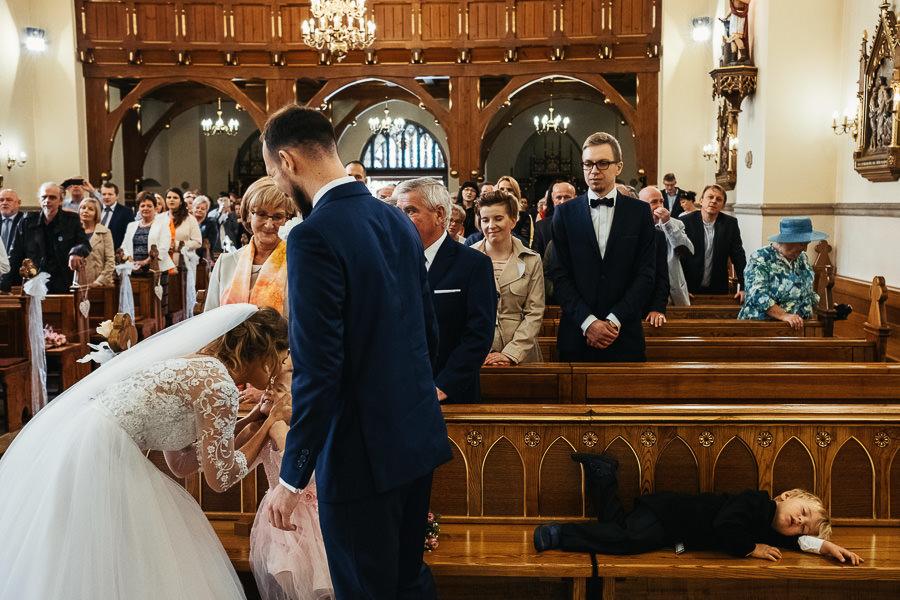 reporterska fotografia ślubna na ceremonii